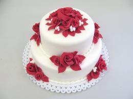 bíločervený  dort