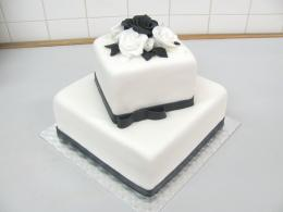 dvoupatrový dort čtverec černo-bílý