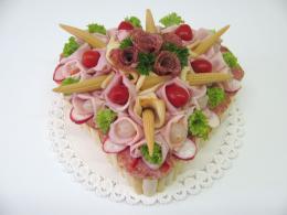 slaný dort ve tvaru srdce