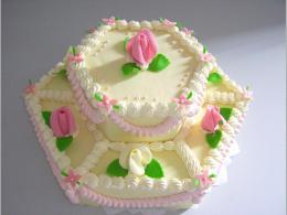 šestihraný dort s růžemi