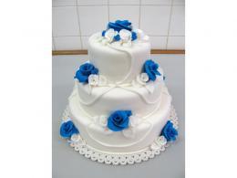modrobílý patrový dort