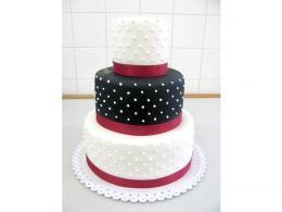 svatební dort zdobený tečkami