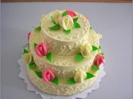 dort třípatrový s růžemi