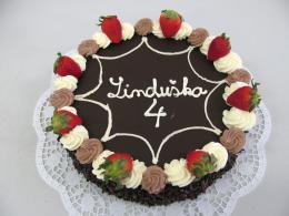 čokoládový dort s jahodami