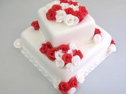 dvoupatrový dort čtverec červeno-bílý