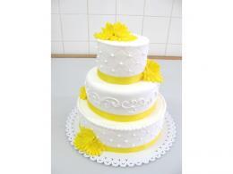 svatební dort žlutobílý s jemným zdobením