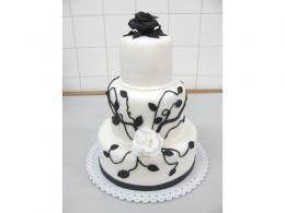 černobílý svatební dort
