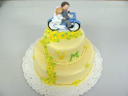 dort dvoupatrový s kvítky