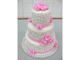 svatební dort s růžovými růžemi