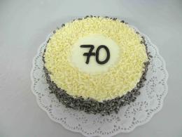 dort s čokoládovým posypem