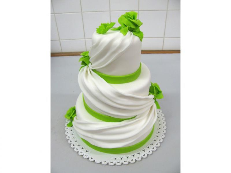 svatební dort patrový se závojem