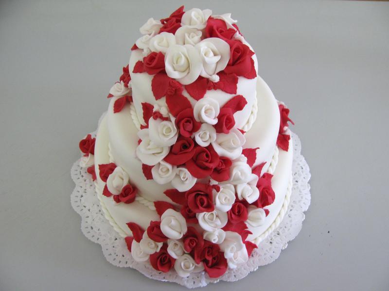 červenobílý dort