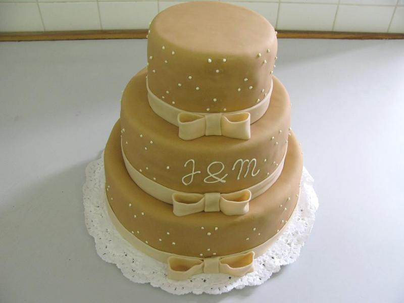 dort hnědý s mašlemi
