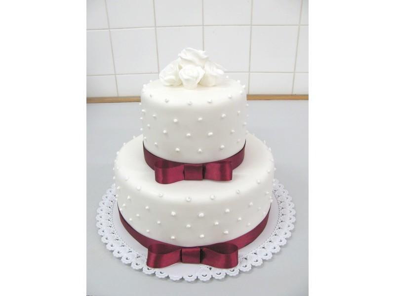 dvoupatrový dort se stuhou