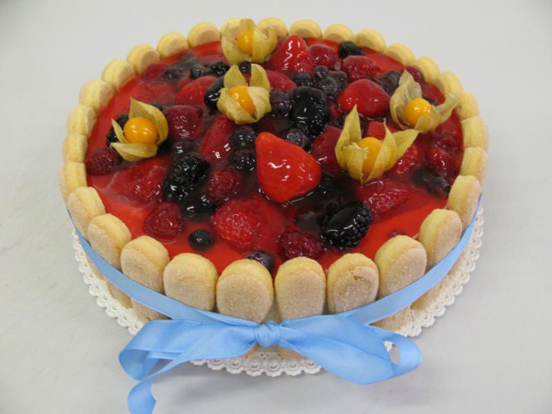 ovocný dort s piškotovým obložením