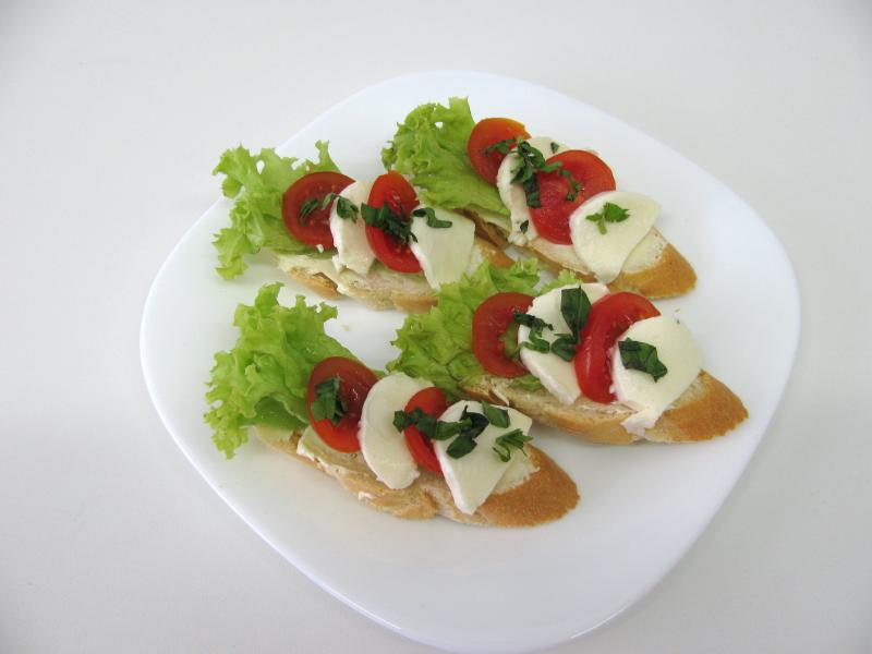 mozzarela salát