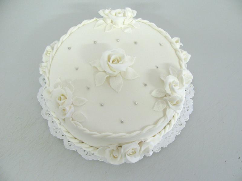 sněhově bílý dort
