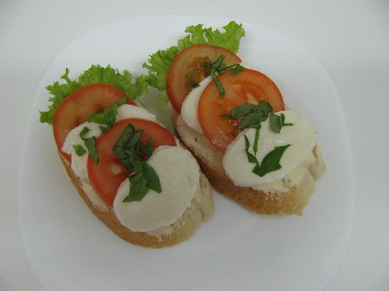 mozzarelový se salátem