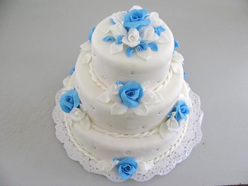 svatební dort modrobílý